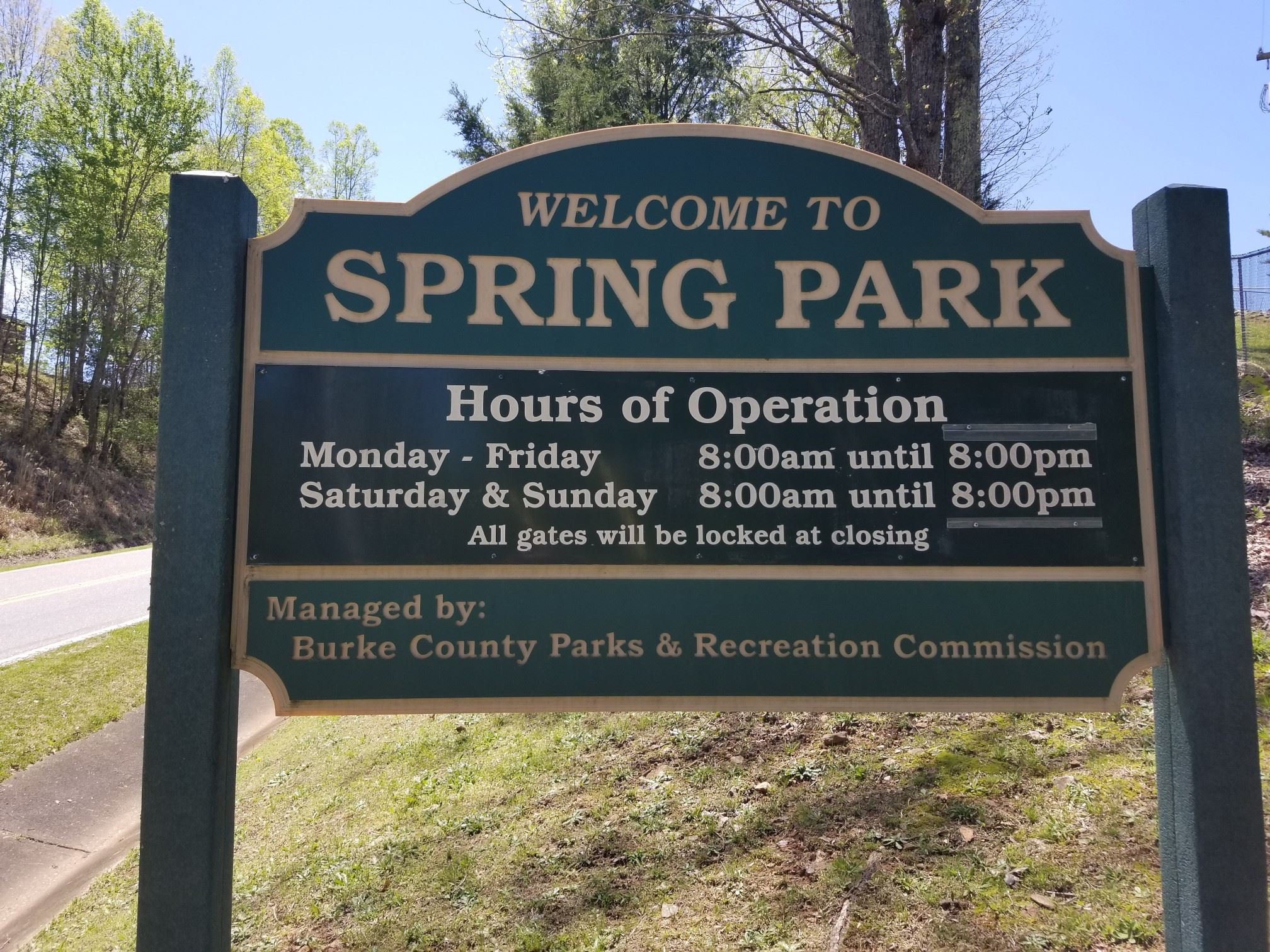 picture of the sign for spring park
